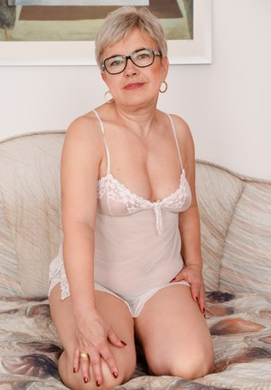 Free Mature Glasses Sex Pics